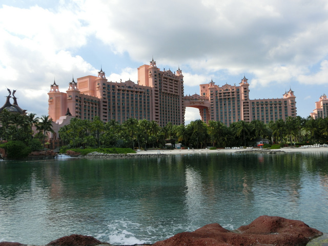 1-写真① 超巨大ホテル.JPG